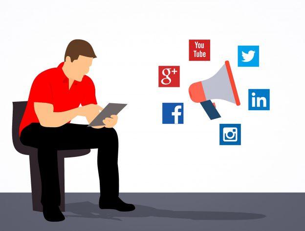 Kuvituskuva. Mies käyttää tablettia. ieressä on sosiaalisen median toimijoiden logoja.